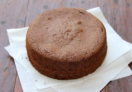 Лесен обикновен пандишпанов кекс / сладкиш с течен шоколад Нутела (със сода и кисело мляко) - снимка на рецептата